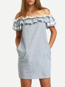 Синее полосатое платье с воланами и открытыми плечами