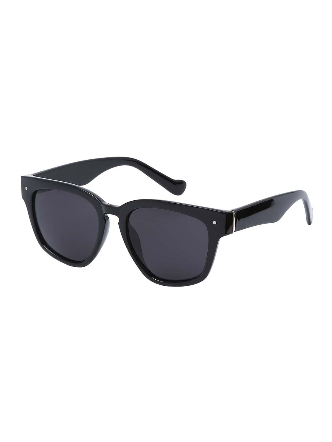 lunettes de soleil grande taille monture carr e noir. Black Bedroom Furniture Sets. Home Design Ideas