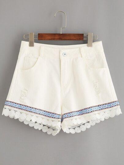 Белые шорты с вышивкой с бахромой