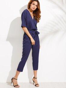 Синий модный комбинезое с глубоким вырезом с поясом