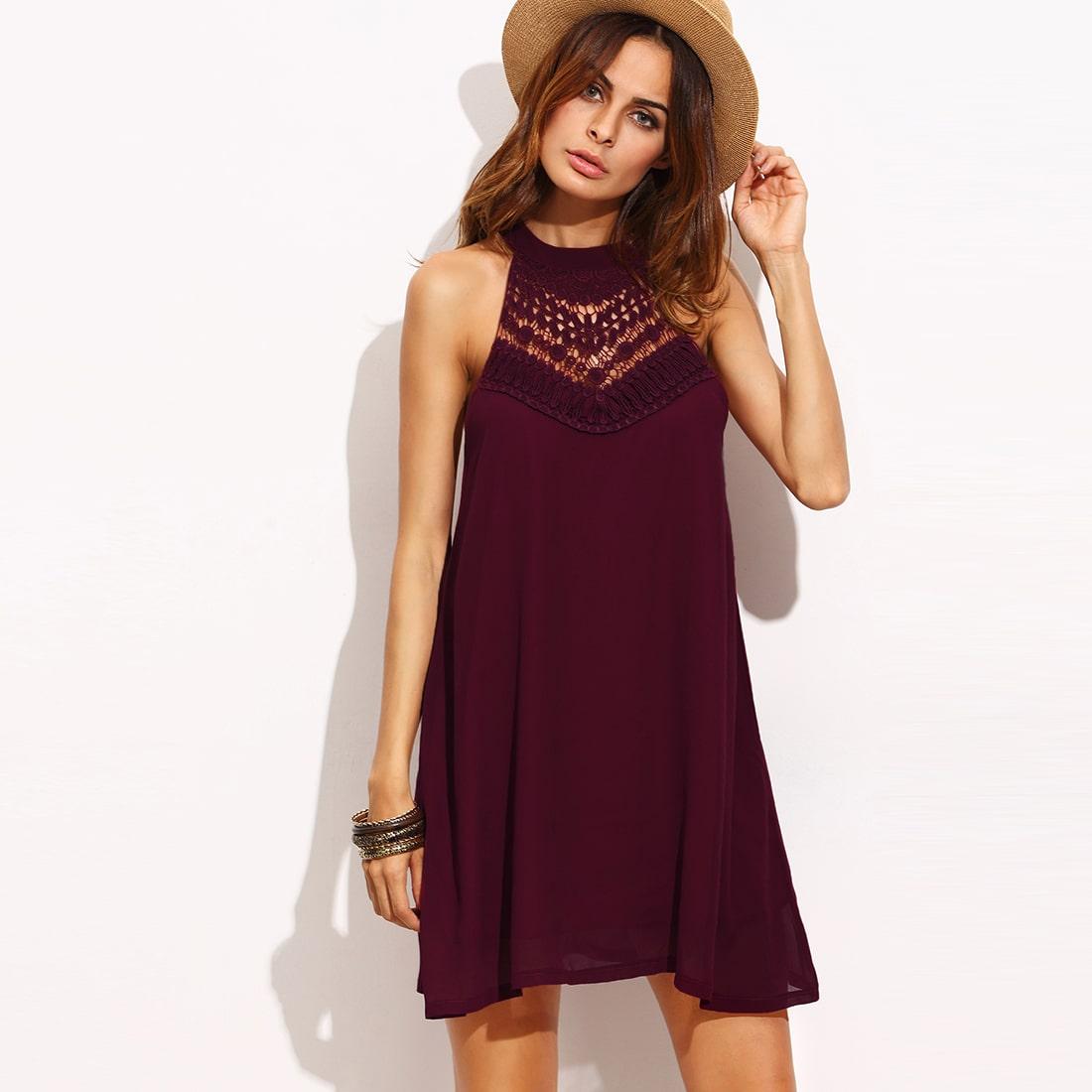 Бордовое платье с кружевное вставкой