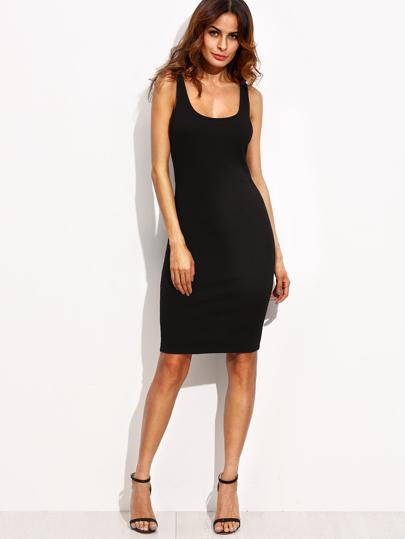 فستان أسود ياقة عميقة بلا أكمام
