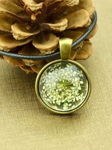 White Vintage Flower Pattern Round Pendant Necklace For Women