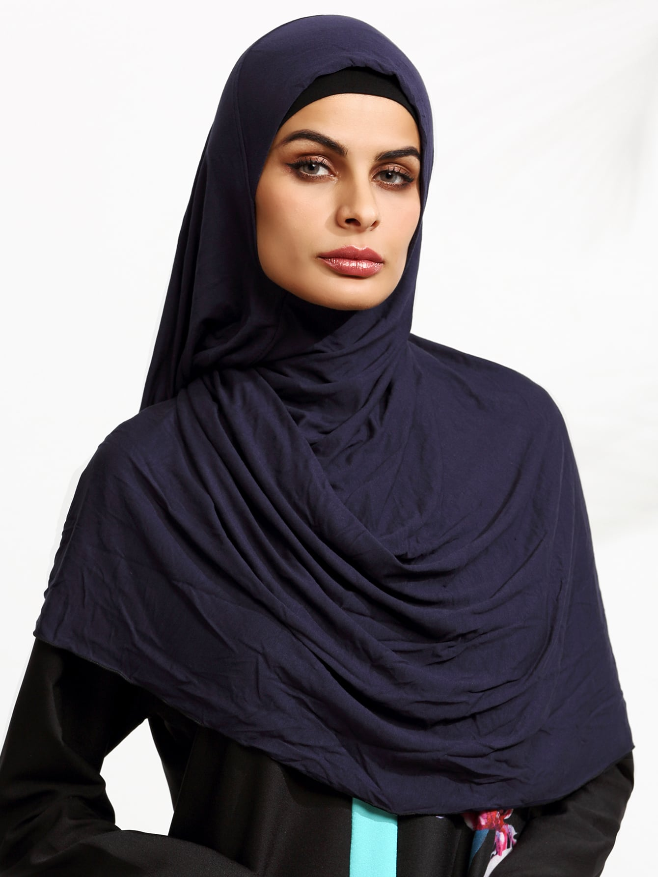 Navy Elegant Hijab ScarfNavy Elegant Hijab Scarf<br><br>color: Navy<br>size: None