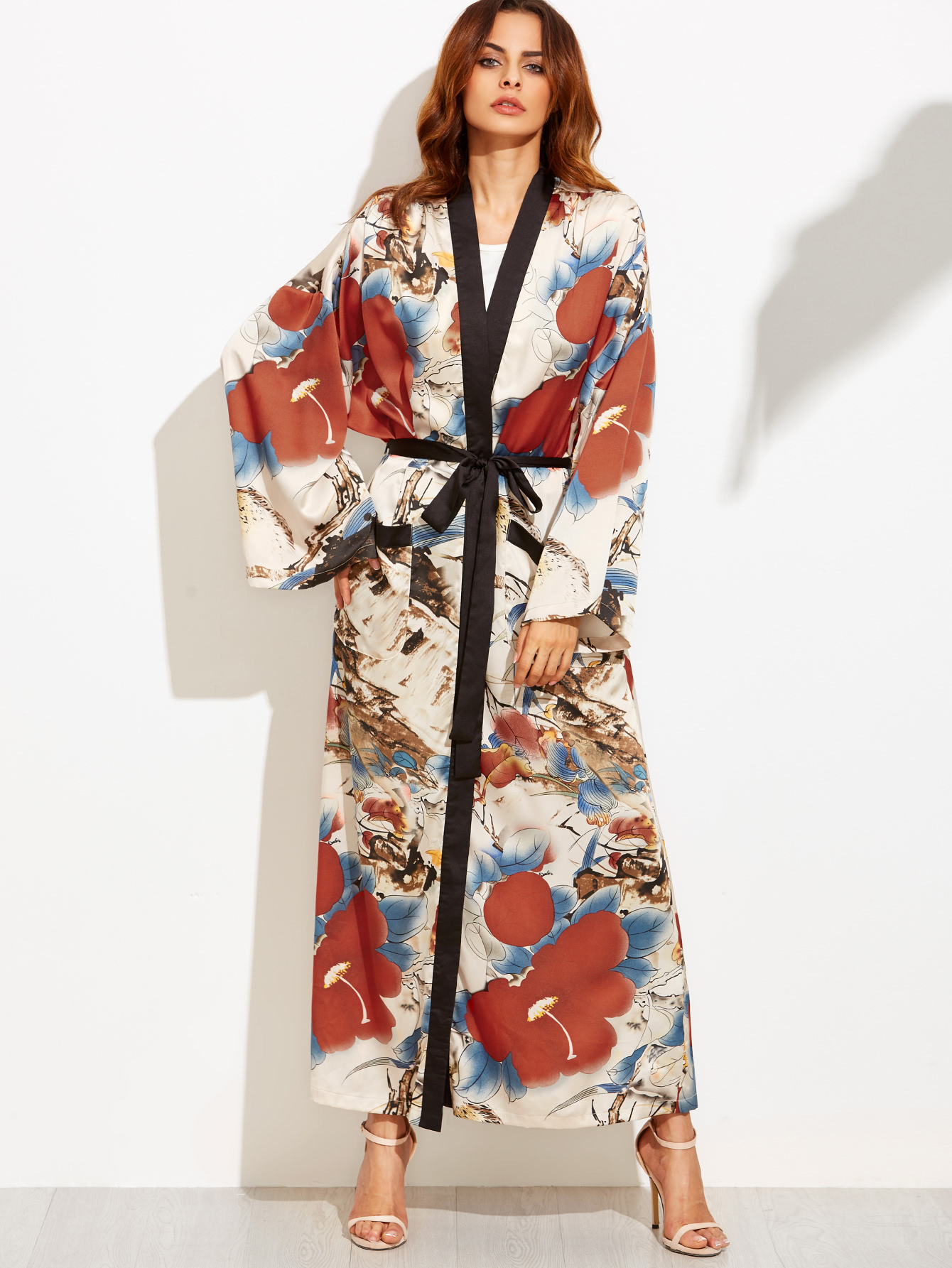 Kimonos for men should fall approximately to the ankle without tucking. A woman's kimono has additional length to allow for the ohashori, the tuck that can be seen under the obi, which is used to adjust the kimono to the smashingprogrammsrj.tk ideally tailored kimono has sleeves that fall to .