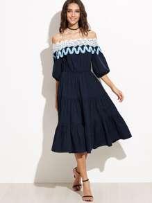 Vestido con hombros al aire ribete de encaje - azul marino
