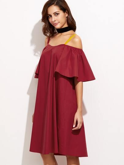 فستان أحمر بكشكش عارية الكتف