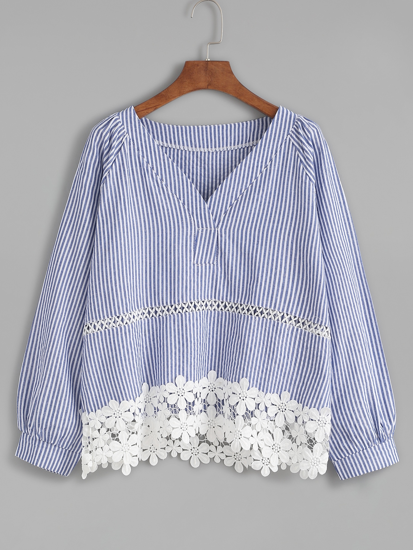 Blue Striped Appliques Hollow Out BlouseBlue Striped Appliques Hollow Out Blouse<br><br>color: Blue<br>size: one-size