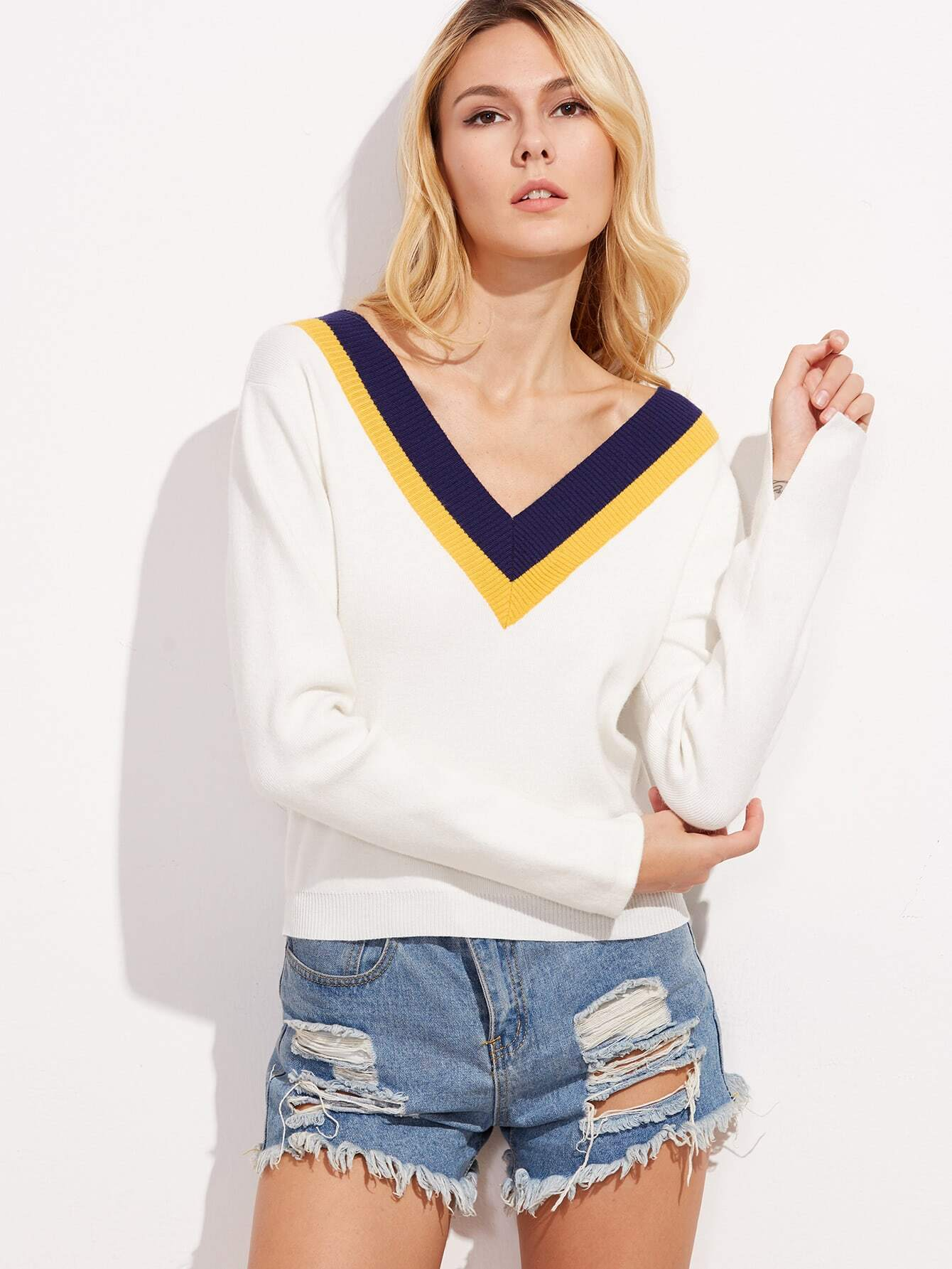 White Striped V Neck SweaterWhite Striped V Neck Sweater<br><br>color: White<br>size: one-size