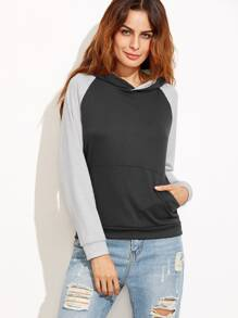 Sweat-shirt manche raglan contrasté avec capuche