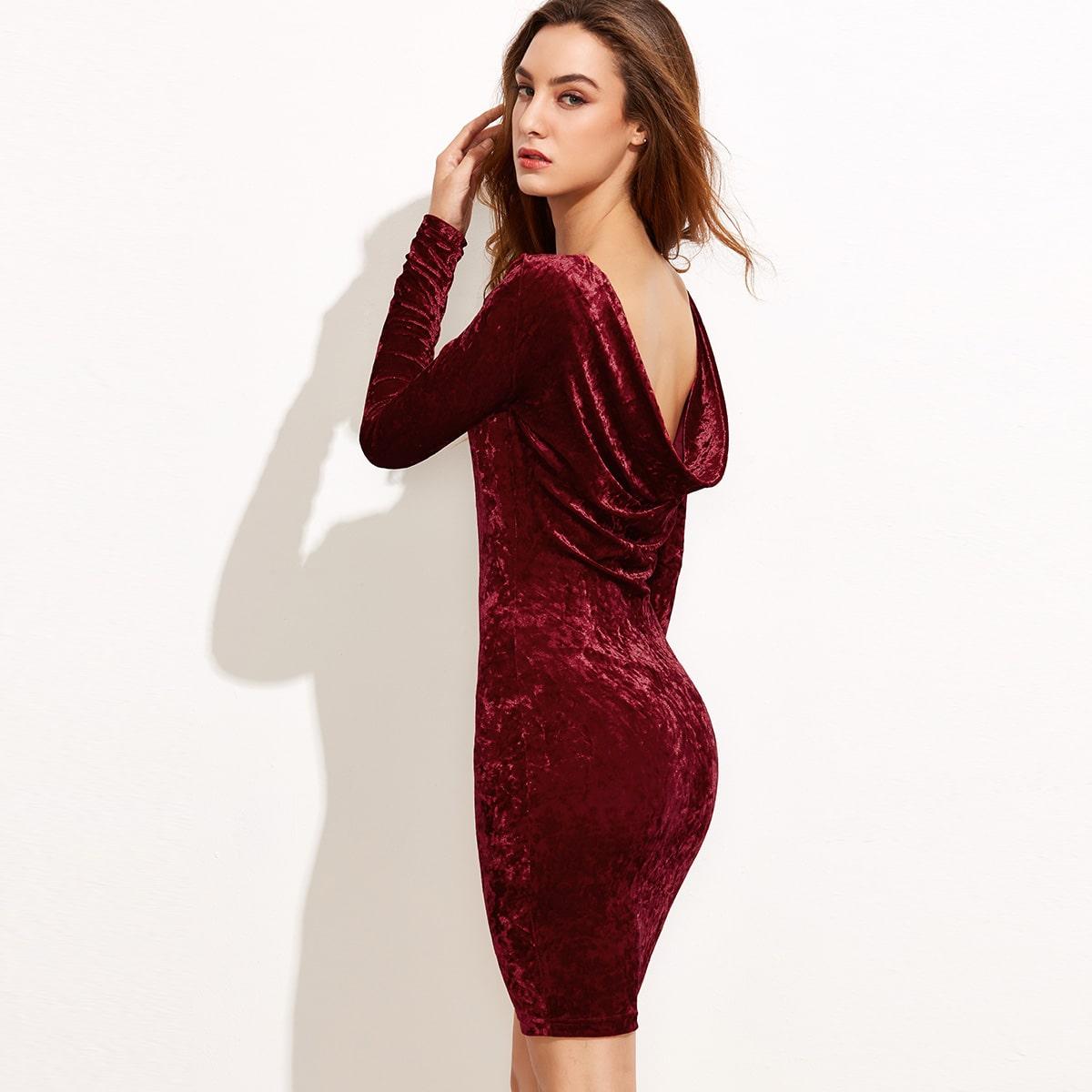 Aansluitende fluwelen jurk met open rug