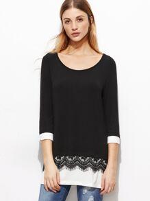 Camiseta con ribete en contraste y encaje - negro