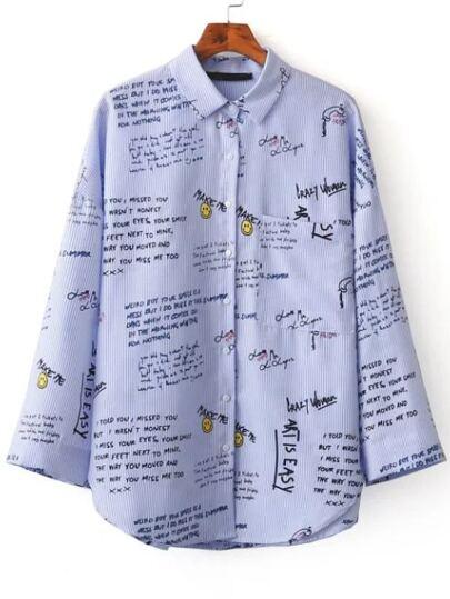 Blusa a rayas verticales con estampado de letras - azul