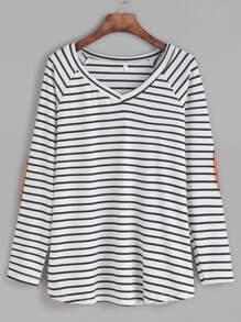 T-shirt contrasté à rayure col V avec patch