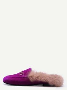 Chaussons plates en velvet avec fourrure - rose vif
