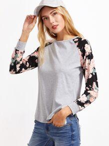 Kontrastfarbiges T-Shirt mit Blumen Muster und Raglan Ärmeln