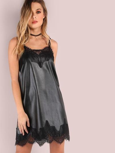 Vestido de cuero sintético con tirantes y ribete de encaje - negro