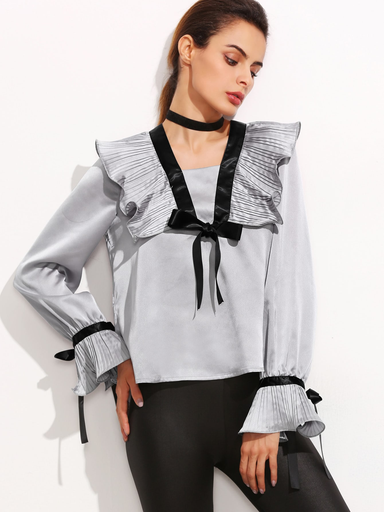 Модные блузки серого