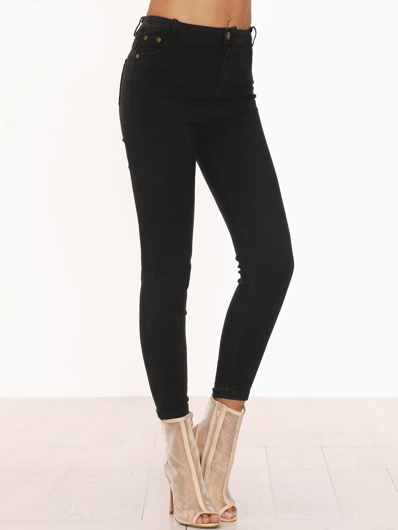 Find your new favorite pair of women's skinny jeans at Buckle. Discover a stylish selection of fits, washes, and styles at a great value.