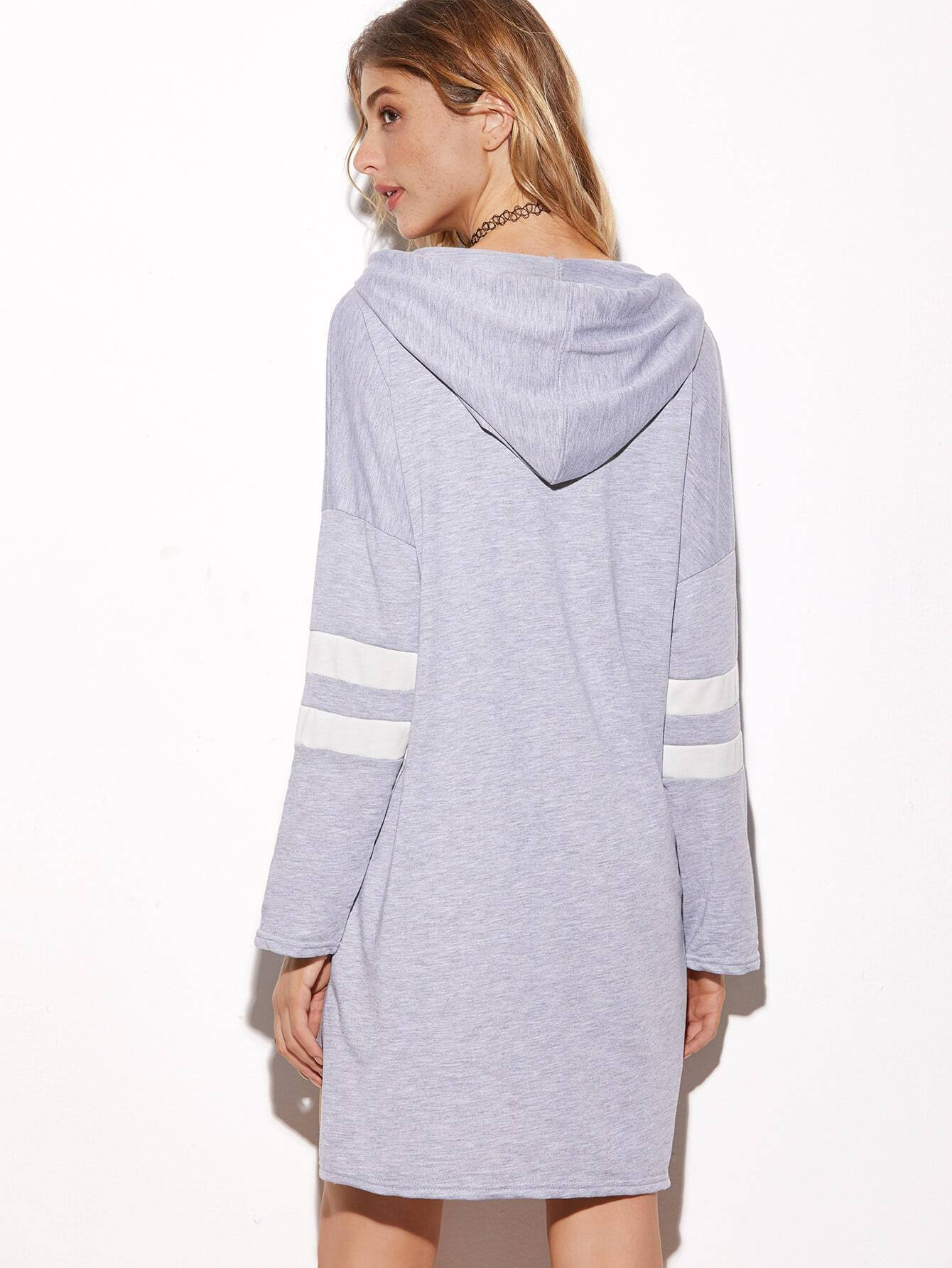 Sweatshirt kleid mit kapuzen stickereien gestreifte rmel for Sweatshirt kleid lang
