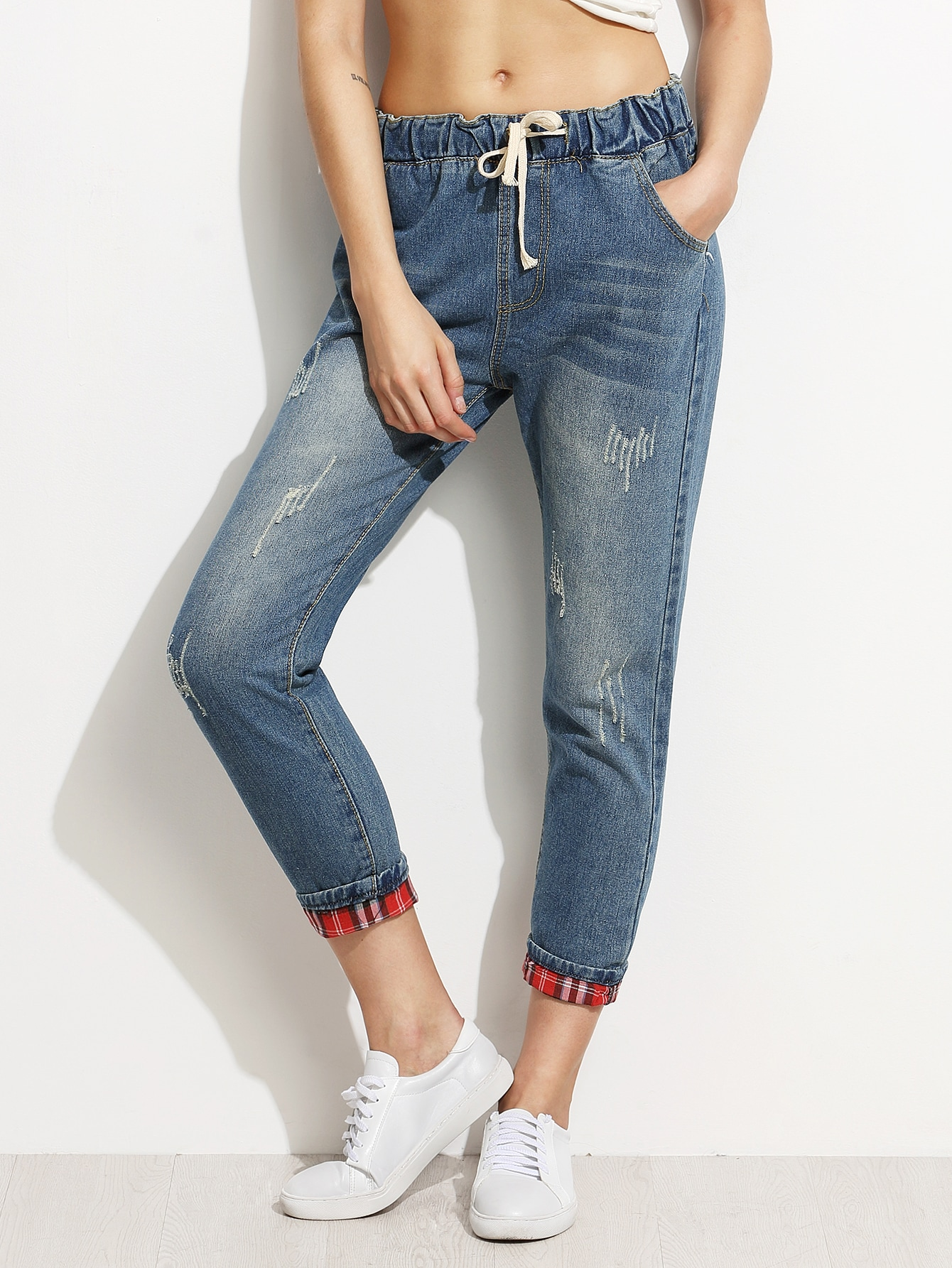 Фото Blue Distressed Drawstring Jeans With Plaid Lining Detail. Купить с доставкой