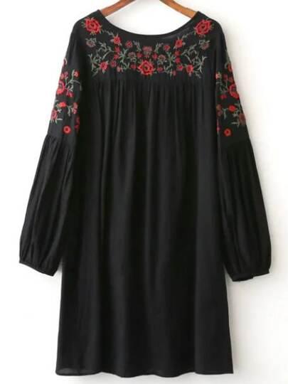 чёрное модное платье с цветочной вышивкой