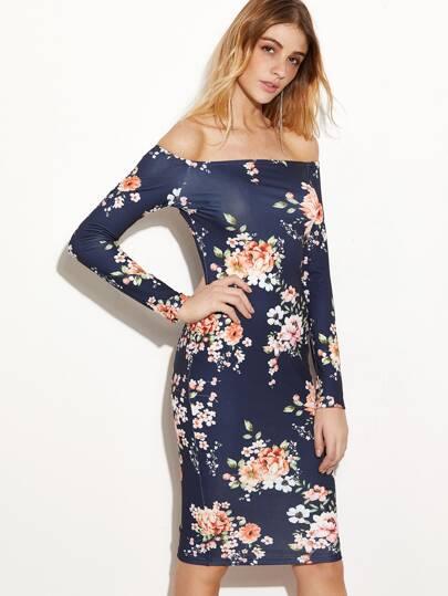 тёмно-синее цветочное платье с открытыми плечами
