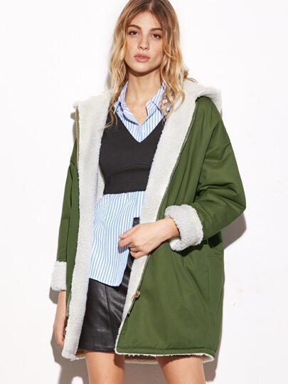 Модная куртка с щерстяной прокладкой с капюшоном