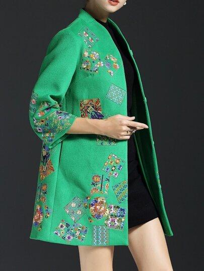 Зеленое пальто с вышивкой 3