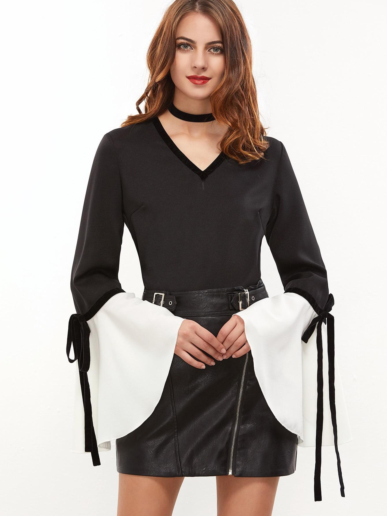 Фото Black V Neck Bow Tie Contrast Bell Cuff Top. Купить с доставкой