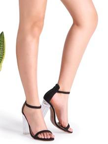 Чёрные босоножки на грубых каблуках
