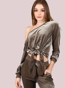 Оливковый бархатный свитшот с бантом и открытыми плечами
