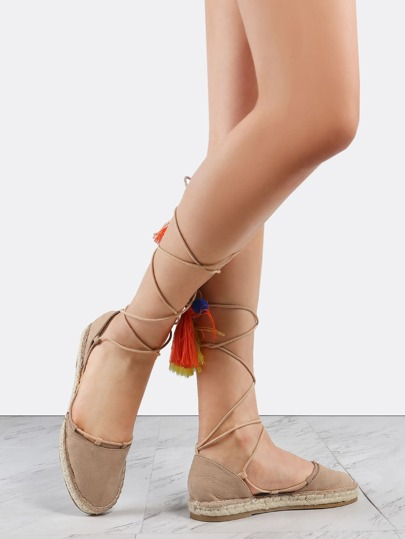 Бежевые модные туфли со шнуровкой и помпоном