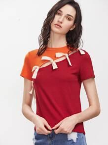 Camiseta con abertura y lazo