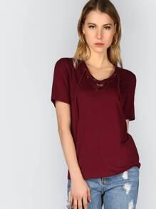 T-shirt mit hohlen Design Schnüren V-Ausschnitt-burgund rot