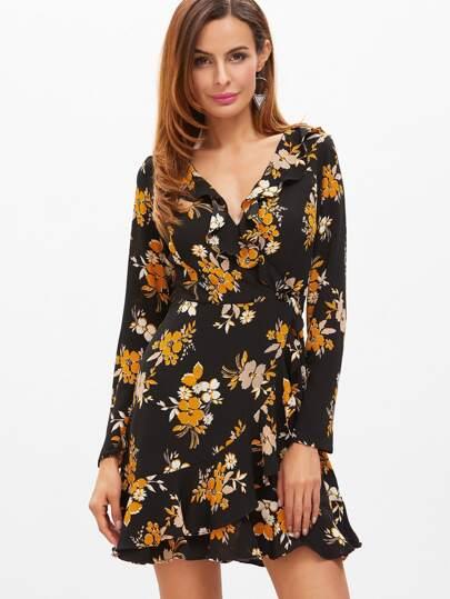 Чёрное платье с цветочным принтом с запахом