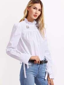 Blusa con volantes y bordado - blanco
