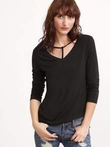 Camiseta escote V con tira - negro