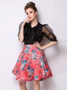 Falda con estampado de flor con vuelo - rojo