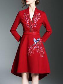 Vestido asimétrico cuello en V con bordado de flores - rojo