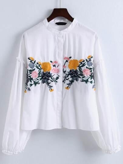 Blusa con bordado de flor ribete de volantes - blanco