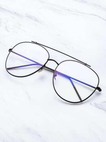 Модные очки с чёрной оправой