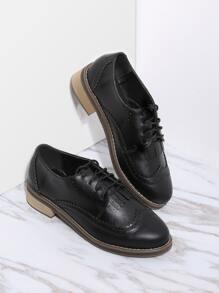 Chaussures plates à lacets noires en PU