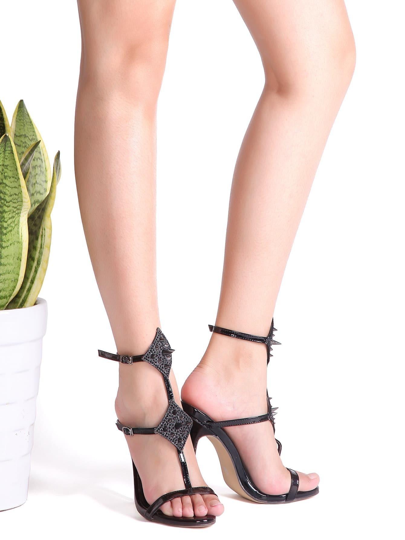 schwarze nieten verzierte sandalen mit hohem absatz. Black Bedroom Furniture Sets. Home Design Ideas