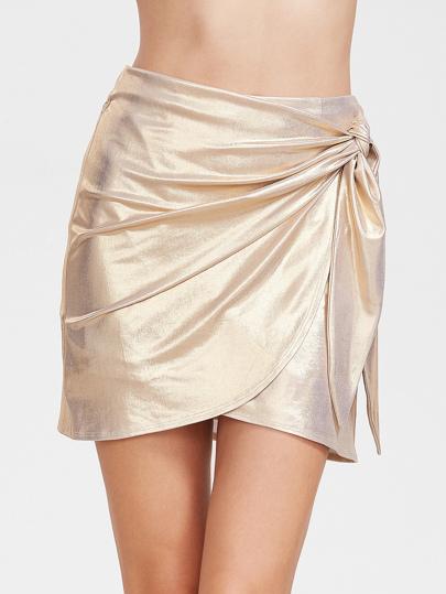 falda de moda de color beige con un olor