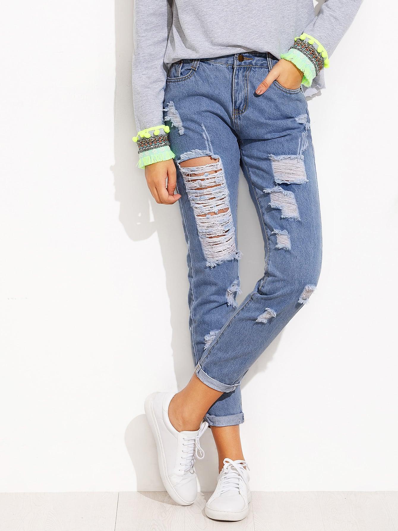 Синие модные джинсы с разрезами