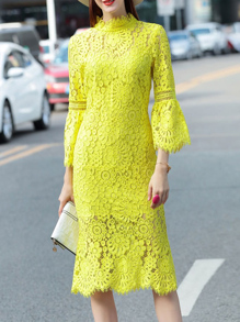 Vestido de croché y manga campanuda con abertura-verde neón