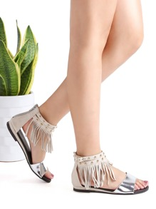 Sandales à fond plat argent avec lacets et des franges