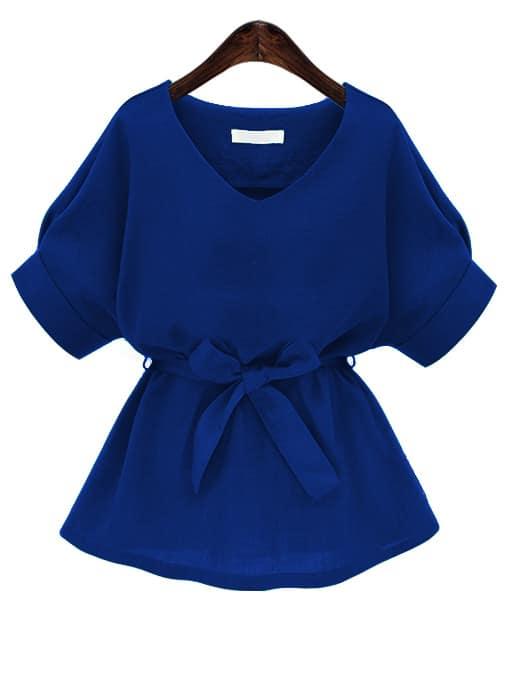 Синяя модная блуза с поясом и V-образным вырезом