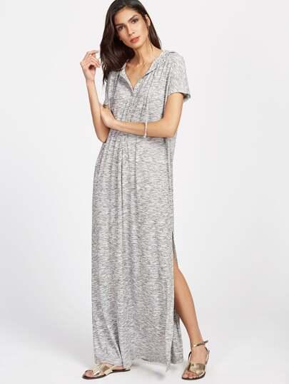 Вязанное платье с капюшоном